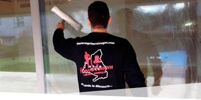 Limpieza de persianas y ventanas